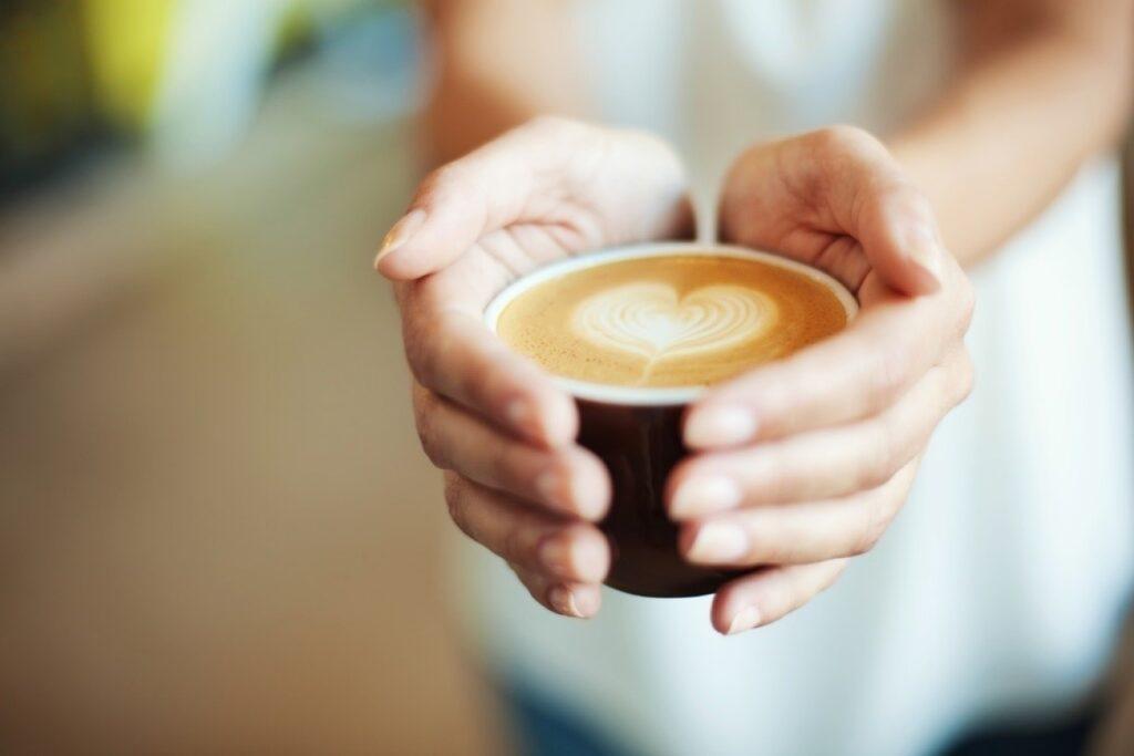 CAFEA-CU-GANODERMA-BENEFICII-PENTRU-ORGANISM-1024x683